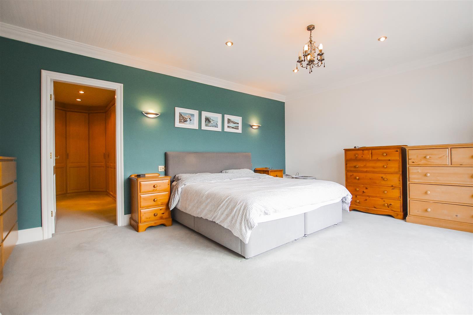 6 Bedroom Detached House For Sale - Master Bedroom